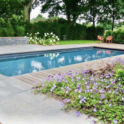 Buitenzwembad laten aanleggen
