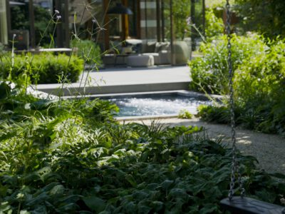 Zwembad met beweegbaar terras