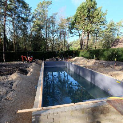Terras aanleggen rondom zwembad